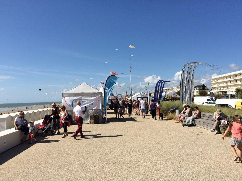 Photo prise lors du Festival A Tout Vent présentant le Stand de la société Éoliennes en Mer Îles d'Yeu et de Noirmoutier